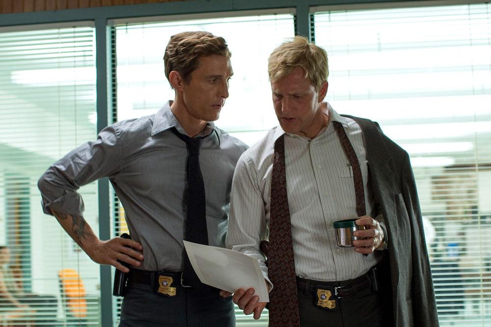Растин Коул и Марти Харт в полицейском участке